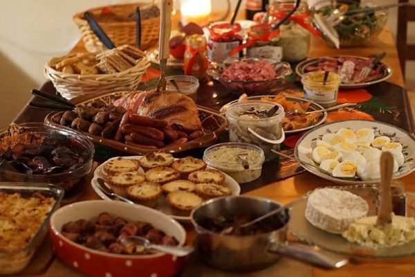 Jak nie wyrzucać jedzenia po świętach?